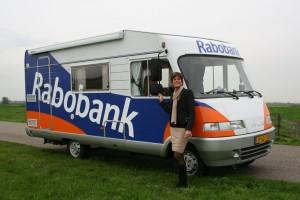 Camper dient als tijdelijk kantoor Rabobank