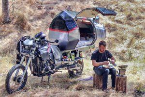 Een motorfiets als camper