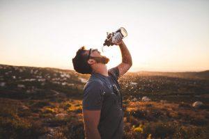 Water drinken drinkfles bidon outdoor wandelen