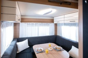 LMC Style Lift caravans met hefbed