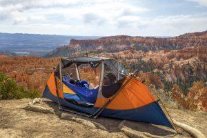 De Tammock: een hangmat waar je geen bomen voor nodig hebt