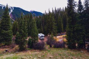 Lordstown en Camping World gaan travel trailers en campers elektrificeren