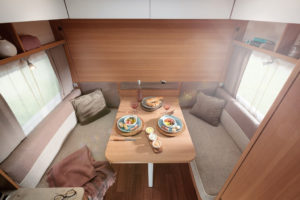LMC Style 400 F opklapbed caravan