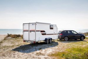 Blyss Speedcaravan heeft ruimte voor crossmotor, quad of sneeuwscooter