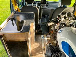 Compacte Southvan Allrounder buscamper heeft zes tot negen zitplaatsen